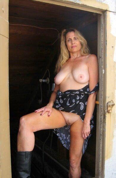 Dania, 46 cherche chat coquin et plus si affinité