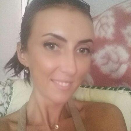 Dina, 23 cherche une relation non suivie